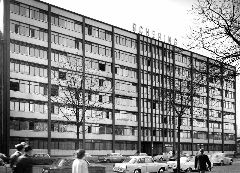 Das neue Gesicht des Unternehmens: Das Verwaltungsgebäude der Schering AG, Fassade an der Müllerstraße 170/171, ca. 1965 (BIld: Schering Archiv, Bayer AG)