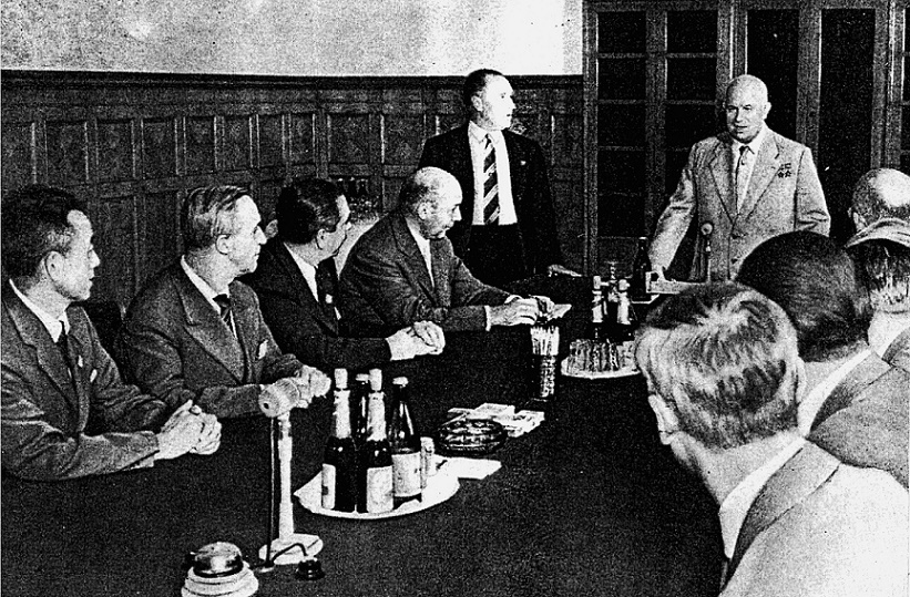 Moskau, UIA-Kongress, Nikita Chruščëv, 1958 (Bildquelle: Philipp Meuser, Die Ästhetik der Platte, Berlin 2015)