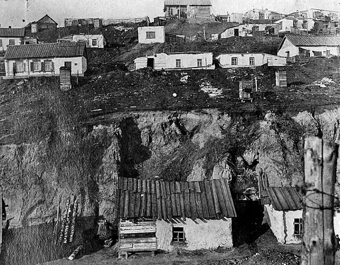Wohnbauten im Sibirien der Dreißigerjahre: Elend und Mangel bei der Grundversorgung der Bevölkerung (Bildquelle: Nachlass Rudolf Wolters)
