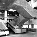 Bochum, Universität, Eingangshalle der Bibliothek, (Bruno Lambart, 1972-74) (Bild: Universitätsarchiv Bochum, Dep. Staatl. Bauamt Bochum 02, 75.0054, Foto: Heinz Lohoff)
