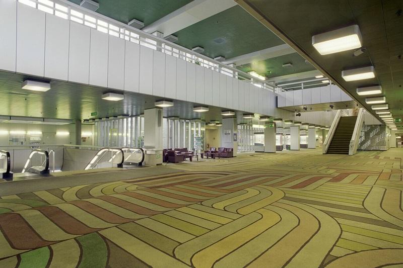 Verteiler für den Personenverkehr: Das Foyer des Verwaltungsgebäudes der Schering AG, Aufnahme: 1999 (Foto: Schering Archiv, Bayer AG)