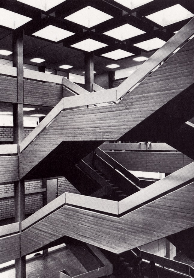Aachen, Einhard-Gymnasium, Eingangshalle (1973, Architekt: Bruno Lambart) (Bild: A:AI Archiv für Architektur und Ingenieurbaukunst NRW, Nachlass Bruno Lambart)
