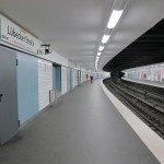 """Die Bahnsteige der Haltestelle """"Lübecker Straße"""" wurden farbig gekonnt abgestuft (Bild: K. Berkemann)"""