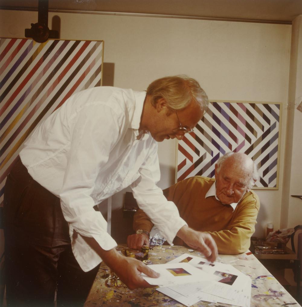 Karl Duschek und Anton Stankowski, 1991 (Bild: © Meike Gatermann und Stankowski-Stiftung/Staatliche Museen zu Berlin, Kunstbibliothek, Nachlass Stankowski + Duschek)