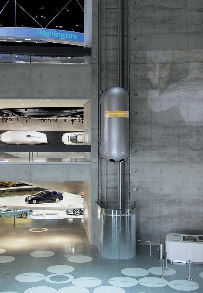 Aufzug im Mercedes-Benz Museum in Stuttgart (2006) (© ThyssenKrupp AG)