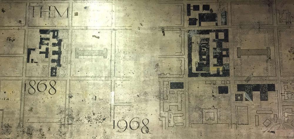 München, Mensa der TU, Fries mit Schriftzug von Franz Hart (Bild: Tobias Köhler, Fakultät für Architektur, TU München)