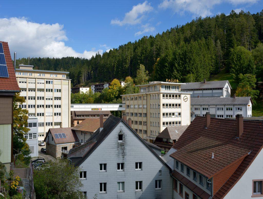"""Das Vorbild zum Faller-Modell """"Hochhaus"""": das Faller-Hochhaus (1959/63, Leopold Messmer) in Gütenbach im Schwarzwald (Copyright: Hagen Stier)"""