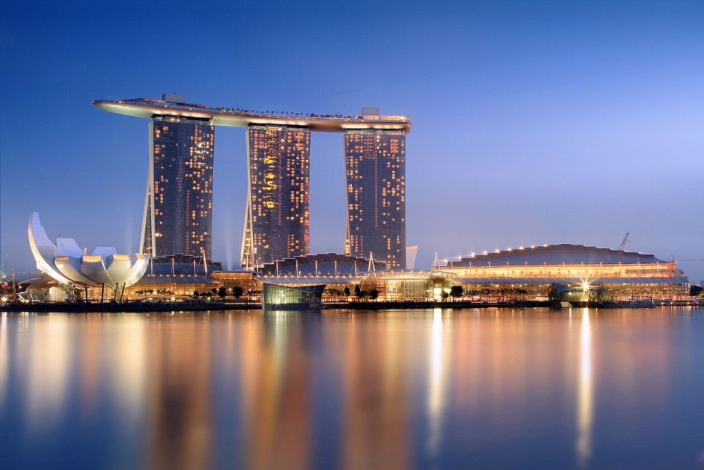 Moshde Safdie, Marina Bay Sands in Singapur (2011) (© Someformofhuman/www.wikimedia.org)