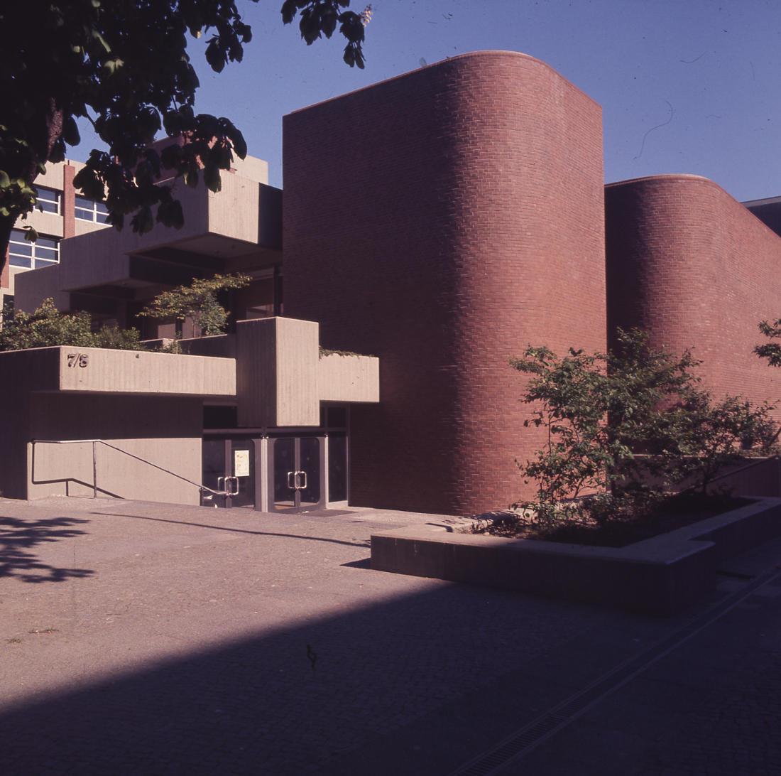 Berlin, Französisches Gymnasium (Entwurf: Pysall und Rollenhagen, Realisierung: Architekten PJS, 1966–1974) (Bild: SAIB G124)