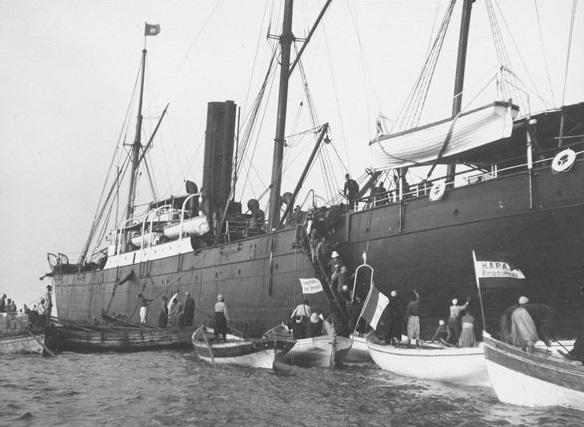 Dampfer vor Jaffa (Foto: Valentin Schwöbel, um 1905, Coypright: Gustaf-Dalman_Institut)