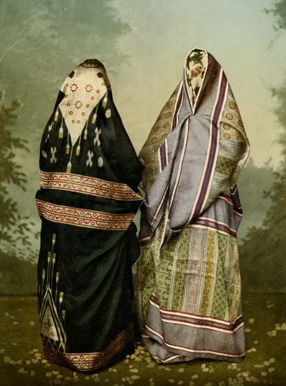 Syrische Frauen in Beirut im städtischen Gewand (Foto: Bonfils, zwichen 1885 und 1895, Photochrom: um 1895, Copyright: Gustaf-Dalman-Institut Greifswald)
