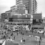 Das fertige Kröpcke-Center, hier Ende der 1970er Jahre, lag mitten im Großstradttrubel (Bild: Historisches Museum Hannover, Foto: Heinrich Weber)