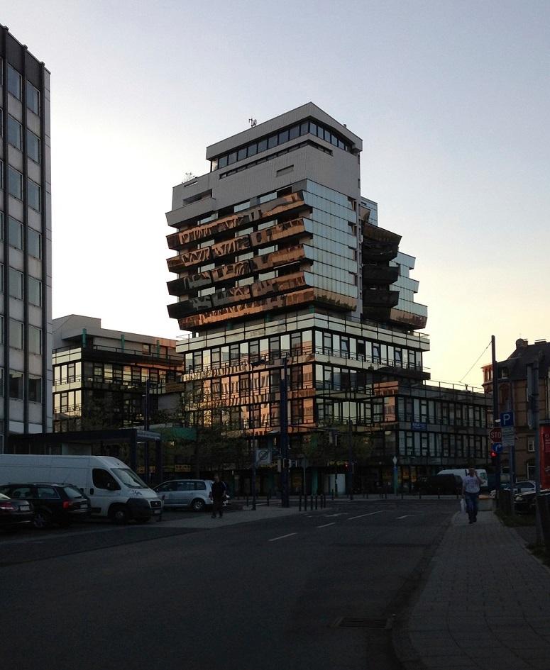 Offenbach, Gothaer-Haus, Abendstimmung (Bild: P. Cachola Schmal)