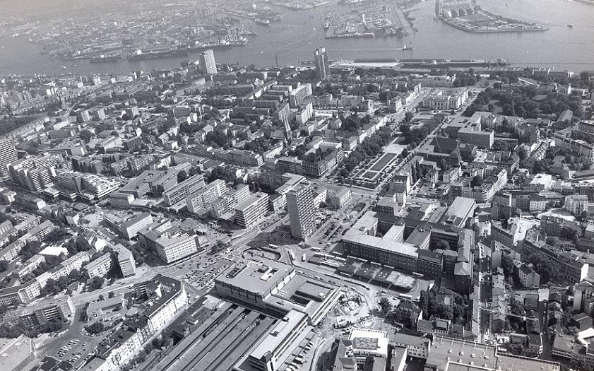 """Neue Große Bergstraße und """"frappant"""" im städtebaulichen Kontext, 1980er Jahre (Bild: Hamburgisches Architekturarchiv)"""