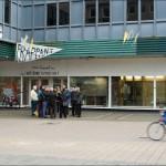 """Die Initiative frappant.org bemüht sich um eine Um- und Neunutzung des leerstehenden """"frappant"""" und organisiert Rundgänge mit Architekten und Architekturhistorikern (Bild: Sylvia Necker)"""