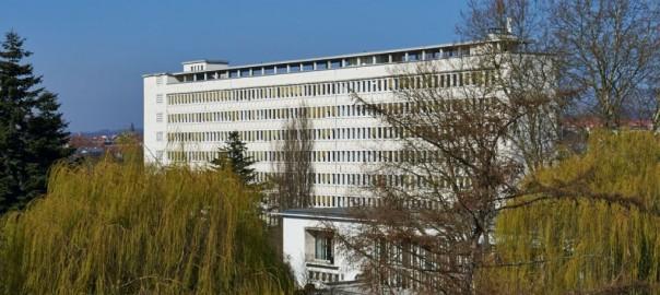 Ehemalige franzoesische Botschaft in Saarbrücken, Architekt: Georges-Henri Pingusson. (Foto: © Marco Kany | marcokany.de)