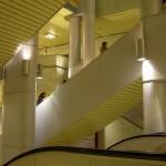 Rolltreppen verbinden die verschiedenen Ebenen der Verkehrsstation Kröpcke (Bild: Heidas)