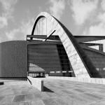 Le Corbusier wollte über den Kopfbau einen mächtigen Betonbogen spannen (Bild: kitchener.lord)