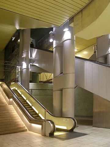 Das Kröpcke-Center setzt sich über mehrere Ebenen im Untergrund fort (Bild: Ra Boe wikipedia)