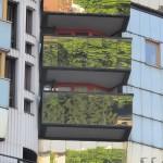 Offenbach, Gothaer-Haus, Spiegelungen in den Balkonen (Bild: D. Bartetzko/J. Reinsberg)