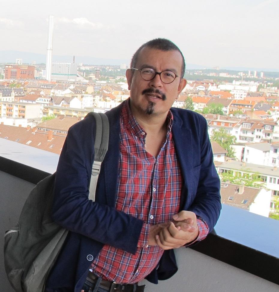 Peter Cachola Schmahl auf dem Gothaer Haus in Offenbach (Bild: D. Bartetzko/J. Reinsberg)