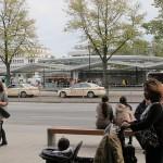 """2005 erhielt die Station """"Wandsbek Markt"""" vom Büro um Friedhelm Grundmann eine zusätzliche gläserne Konstruktion (Bild: K. Berkemann)"""