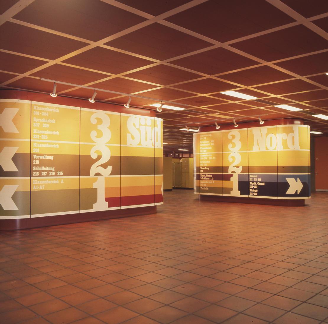 Bremen, Schulzentrum Ellener Feld, Pausenhalle (Architekten PJS, 1973–1976) (Bild: SAIB G124)