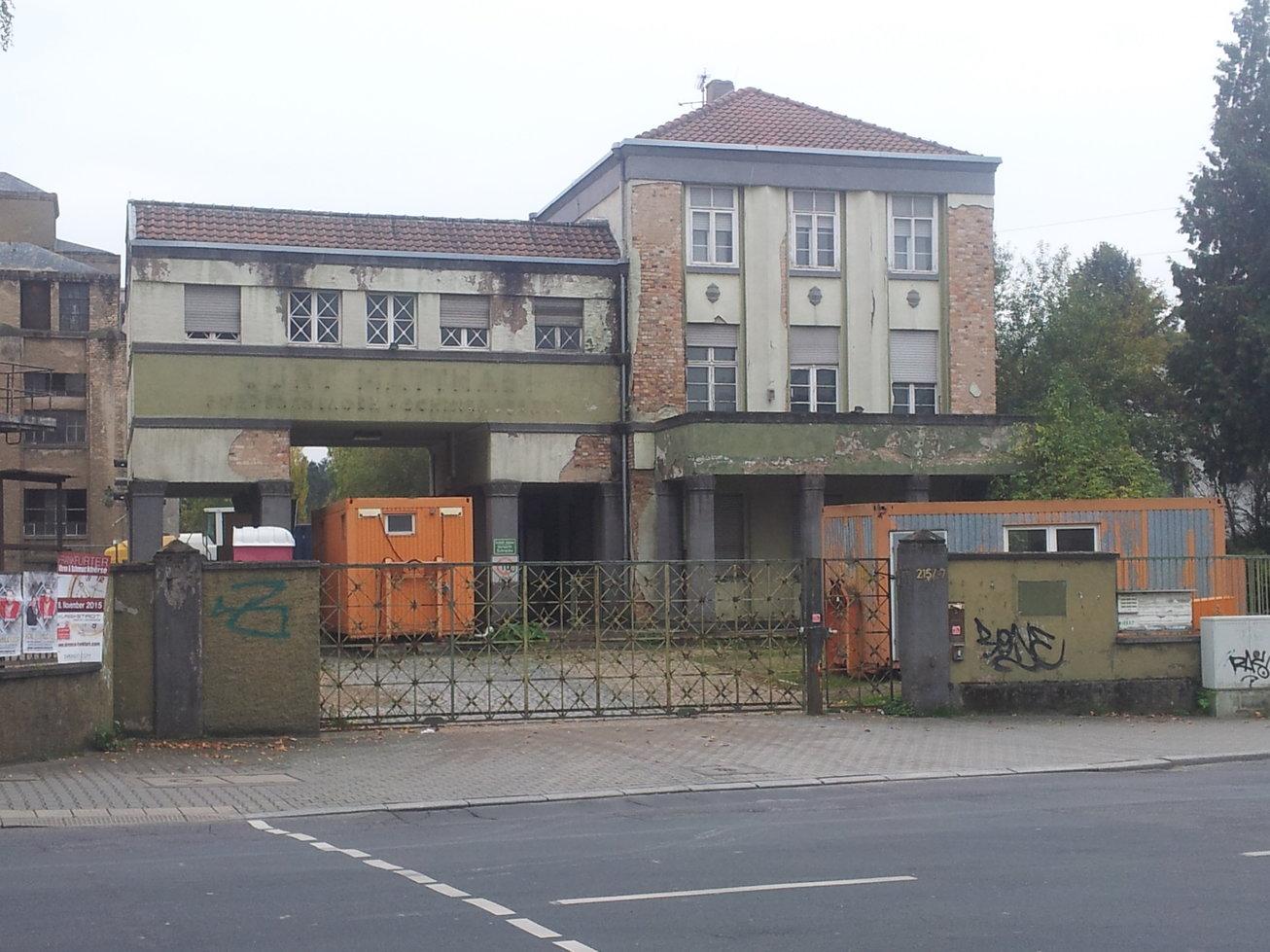 Der denkmalgeschützte Torbau der alten Mato bleibt erhalten (Bild: Julius Reinsberg)