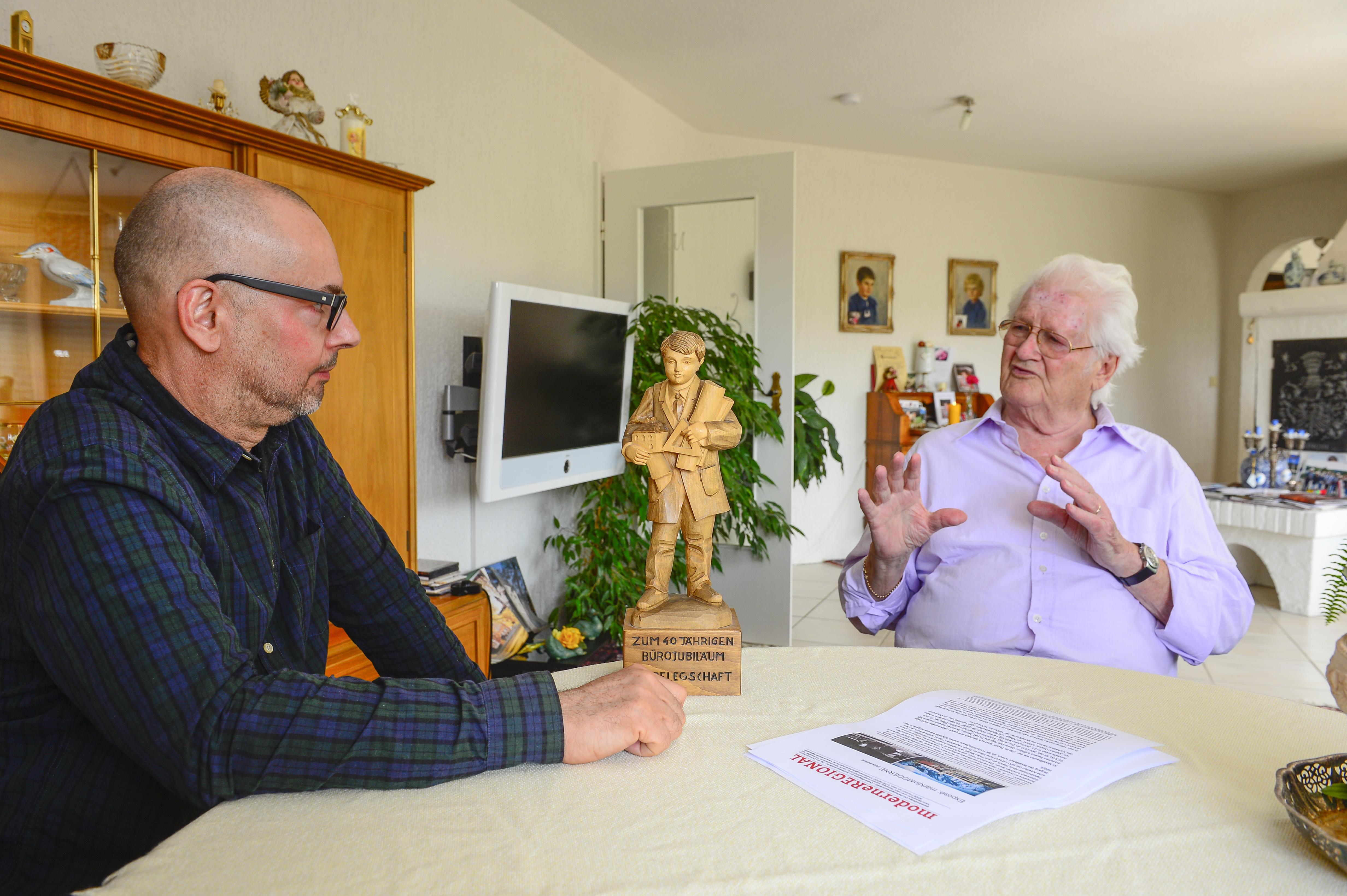 """Der Faller-""""Hausarchitekt"""" Leopold Messmer im Gespräch mit Daniel Bartetzko (links im Bild), (Foto: © Andreas Beyer)"""