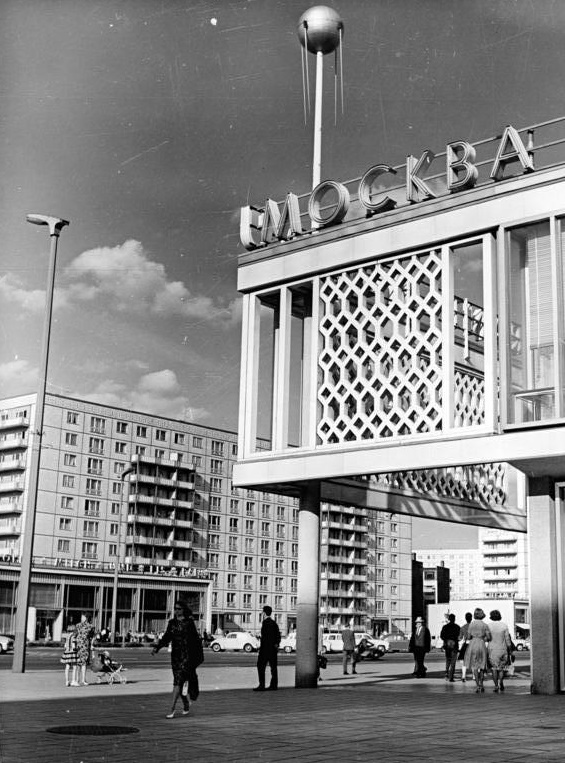 Berlin, Karl-Marx-Allee, Restaurant Moskau (Bild: 183-F0426-0203-006, Foto: Straube, CC BY SA 3.0)