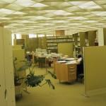 Arbeitsplätze im Großraumbüro mit Domus-Systemmöblierung (Bild: Deutsche Rentenversicherung Baden-Württemberg, W. Trepl, um 1980)