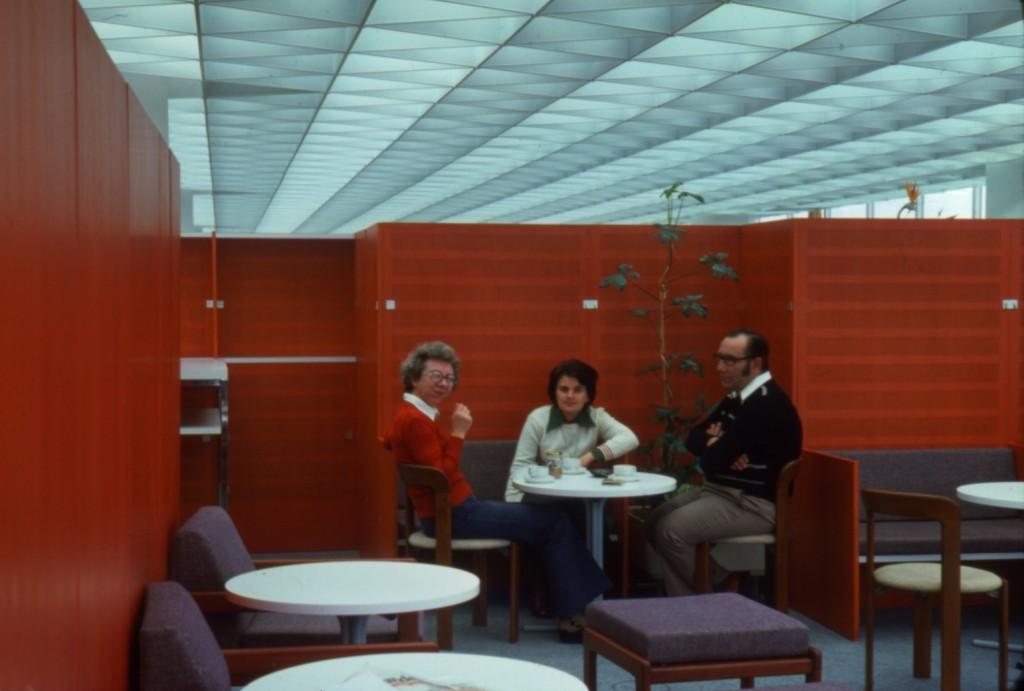 Pausenzone im Großraumbüro (Bild: Deutsche Rentenversicherung Baden-Württemberg, W. Trepl, 1976)