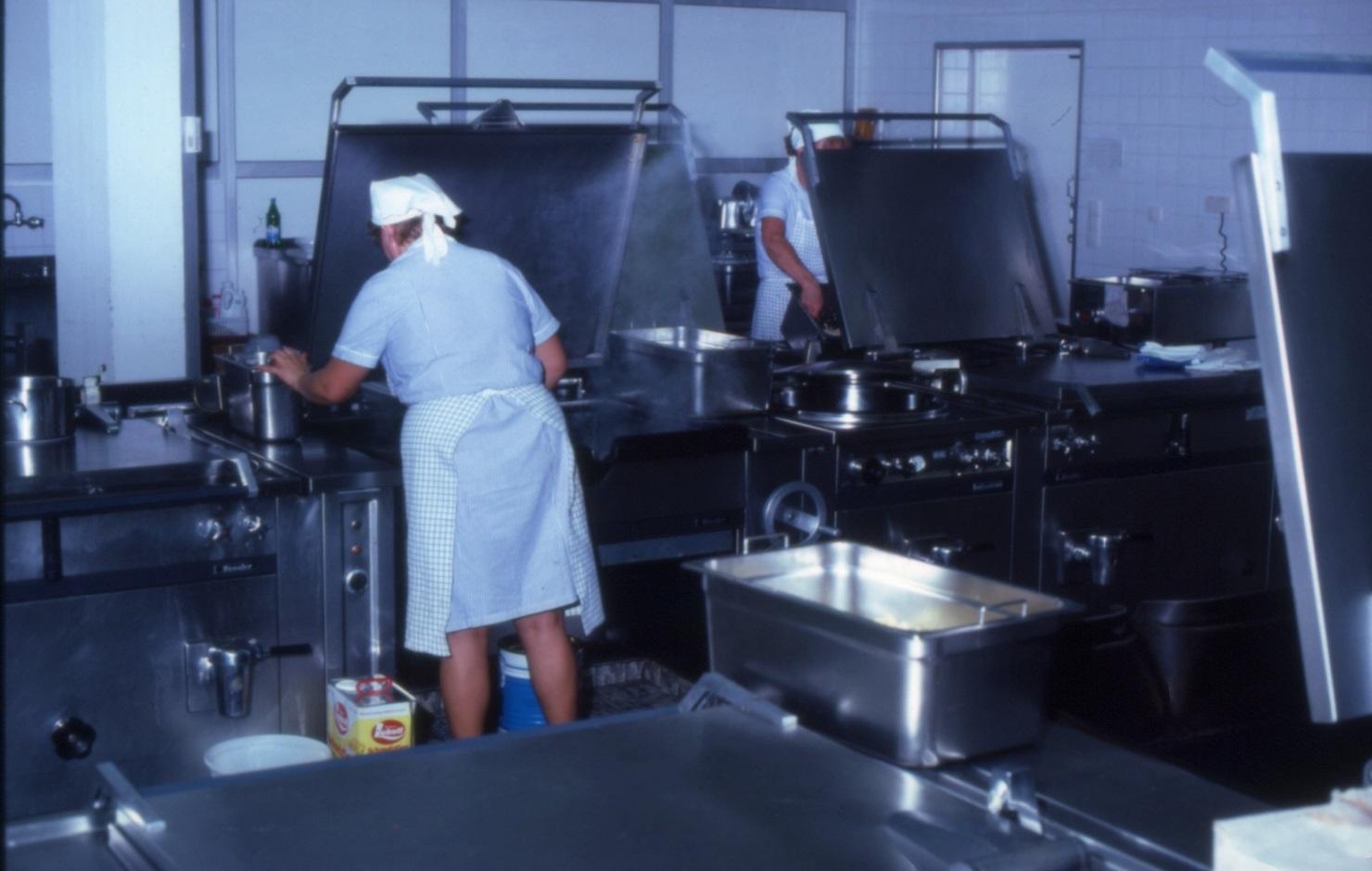 großküche der kantine (bild: deutsche rentenversicherung baden