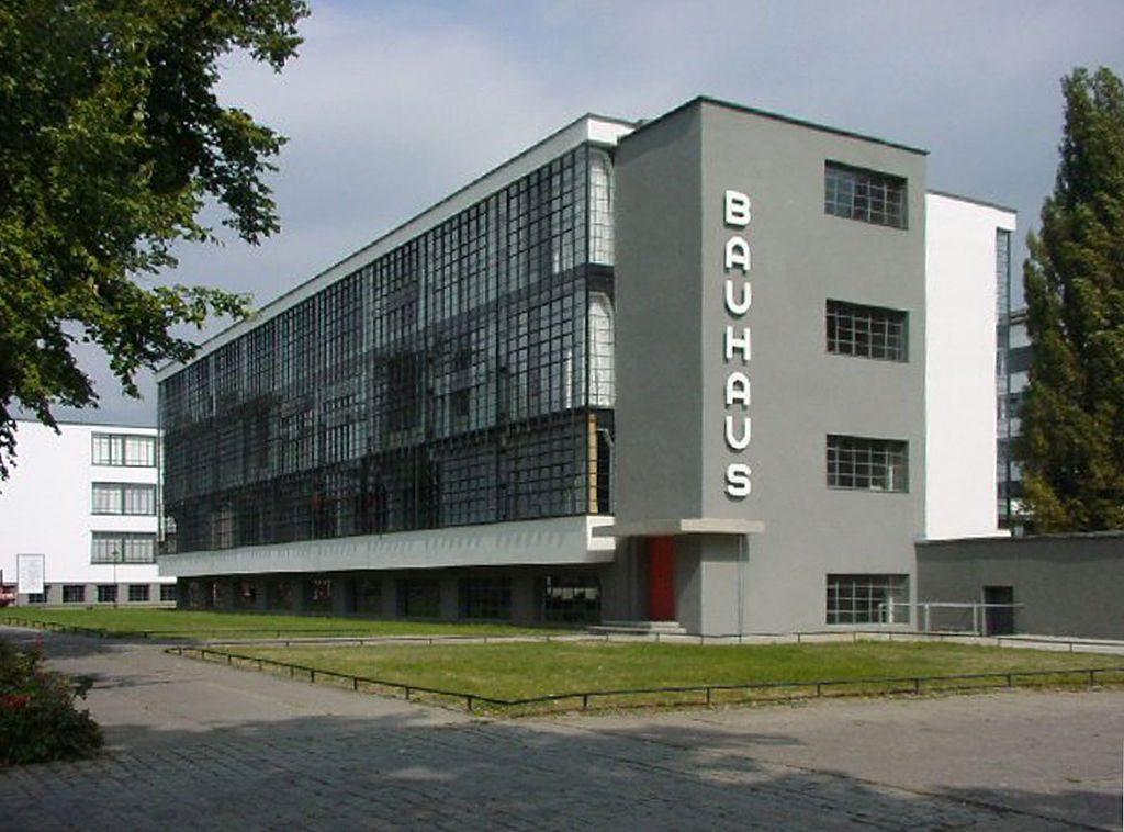 Dessau, Bauhaus (Walter Gropius, 1925/26) (Bild: Mewes, gemeinfrei, 2005)