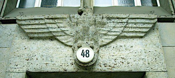 Berlin, Reichsadler am Hauptportal des Finanzamts Charlottenburg (Bild: Christian Mentel, CC BY SA 3.0, 2012)