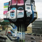 """Die Ozonschicht sagt """"Dankeschön"""": 2000 Sprühdosen wurden beim Projekt www.turmkunst.de zur Umgestaltung verwendet. Berlin, Bierpinsel, 2010 (Bild: Andreas Beyer)"""