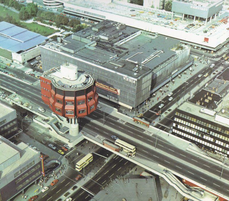 Im Oktober 1976 wurde der 46 Meter hohe Turm eröffnet. Berlin, Bierpinsel, Luftaufnahme, um 1979 (Copyright: Senat Berlin)