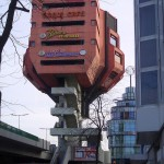 """Heckansicht"" mit Treppenaufgang. Berlin, Bierpinsel Rückseite, 2009 (Bild: Wampile, CC BY SA 3.0)"