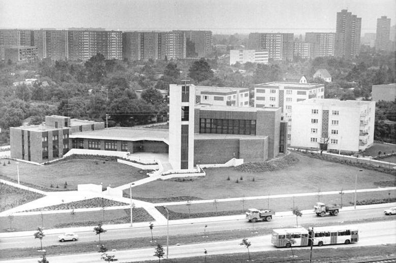 Berlin-Marzahn, Von der Verkärung des Herrrn, 1988 (Bild: Bundesarchiv Bild 183-1988-0802-300, Foto: Peter Zimmermann)