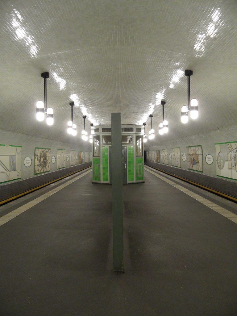 "Berlin, U-Bahnstation ""Märkisches Museum"" (Bild: IngolfBLN, CC BY SA 2.0, 2010)"