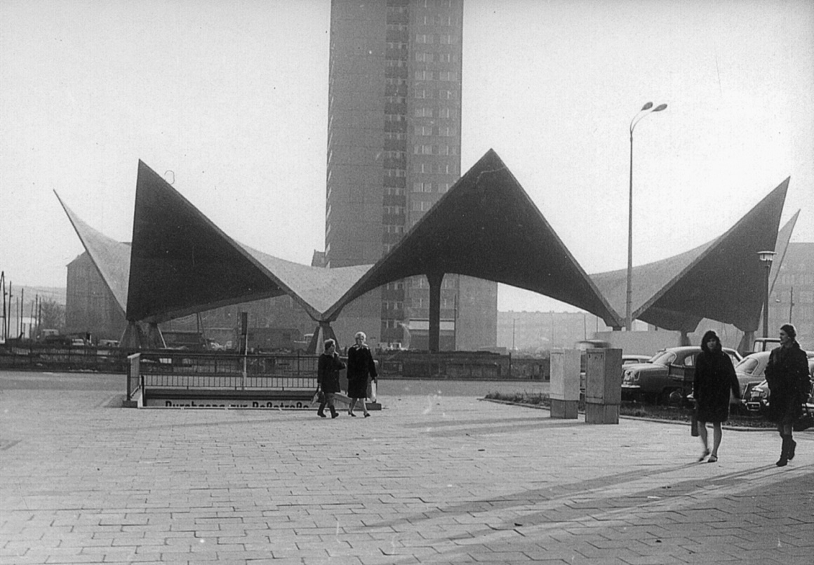 Berlin, Ahornblatt (Bild: Müther Archiv)