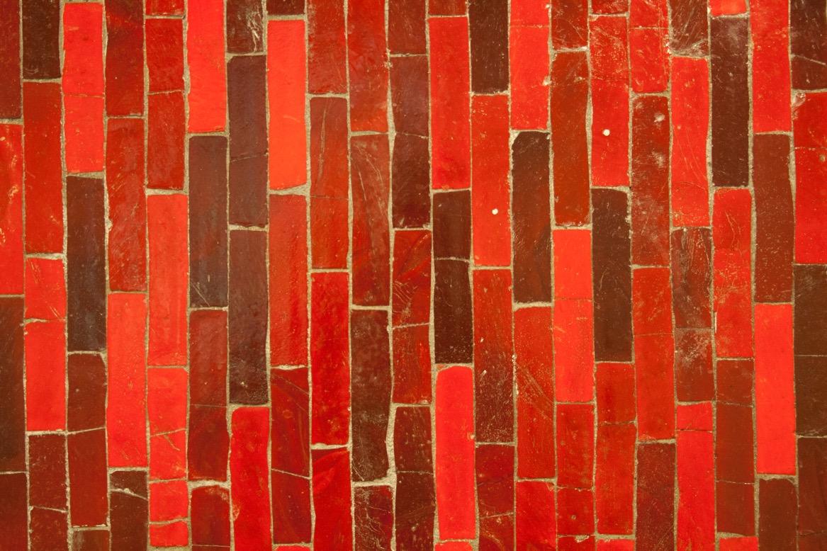 Berlin, Alt-Mariendorf, rotes Glasmosaik (Bild: Verena Pfeiffer-Kloss, 2014)