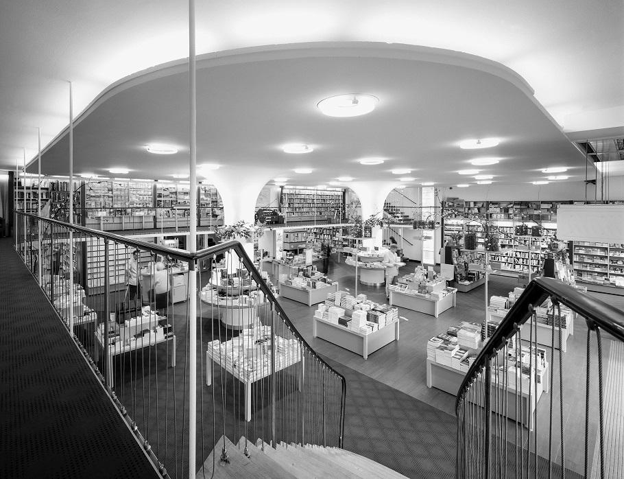 berlin buchhandlung im haus hardenberg foto wolfgang reuss bild aus leben im denkmal. Black Bedroom Furniture Sets. Home Design Ideas