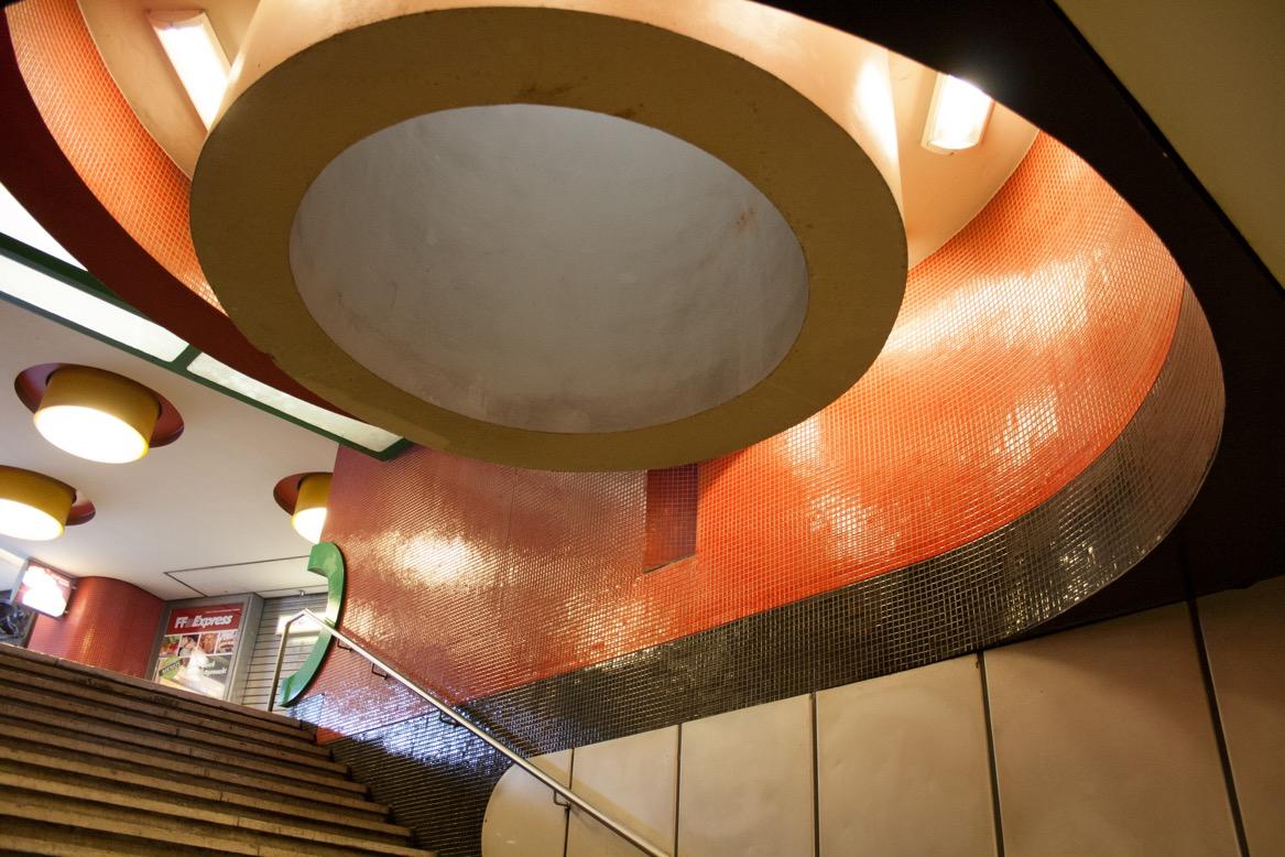 Berlin, Fehrbelliner Platz, Lichtkuppel über der Treppe in das Verteilergeschoss am Fehrbelliner Platz (Bild: Verena Pfeiffer-Kloss, 2014)