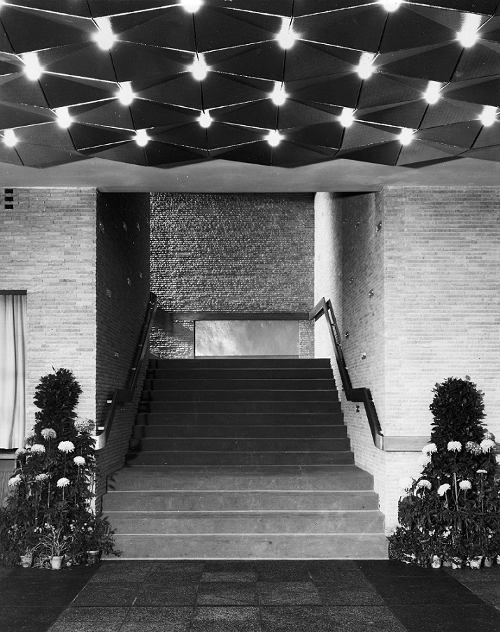 Berlin, Kino International, Vestibül, Treppenantritt (Bild: DEWAG-Werbung, 1963)