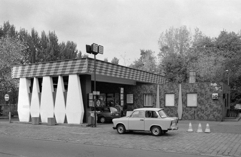 Berlin-Köpenick, Minol-Tankstelle in der Lindenstraße (Bild: Bundesarchiv B 145 Bild F089857-0006, Foto: Joachim Thurn, 23. Oktober 1991, CC BY SA 3.0)