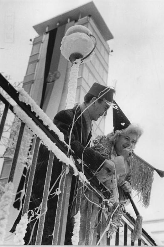Berlin, Müggelturm am Neujahrsfest 1961 (Foto: Peter Heinz Junge/Horst Sturm, BIld: Bundesarchiv Bild 183-89307-0001, CC BY SA 3.0)