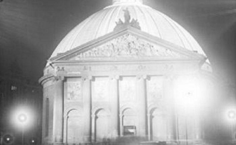 St. Hedwig wurde vor dem Zweiten Weltkrieg zur Basilica minor und zur Berliner Kathedrale erhoben (Bild: CC BY SA 3.0, Bundesarchiv Bild-Nr. 102-06684)