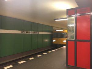 "Berlin, U-Bahnhof ""Eisenacher Straße"" (Bild: Verena Pfeiffer-Kloss, 2014)"
