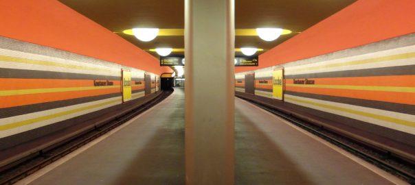 """Berlin, U-Bahnhof """"Konstanzer Straße"""" (Bild: Ingolf, CC BY SA 3.0, 2013)"""